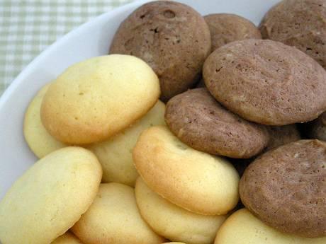 手作りのクッキー(プレーン&ココア)